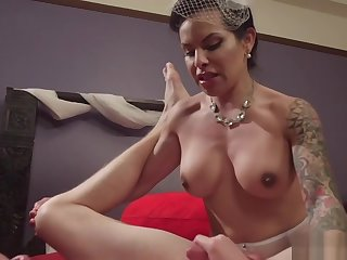 Tranny bride anal bangs fiance in bed