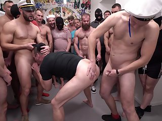 Group sex in naughty scenes for the obedient gay lovers