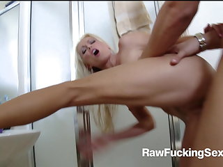 Raw Fucking Sex - Lucky Dude Fucks Hot Diana Doll